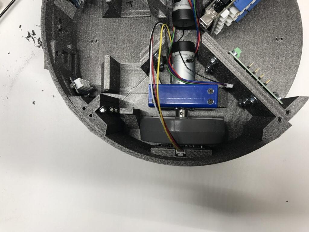 Montage des moteurs dans le châssis de Mobi one