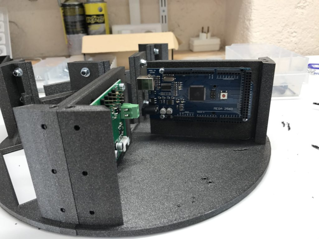 Montage de la carte Arduino méga dans le châssis - RedOhm